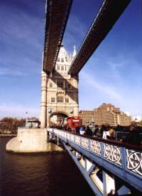 Tower Bridge reges Treiben mini (L 2, 93k)